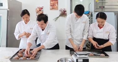 深圳学烘焙去培训学校能学到技术吗?