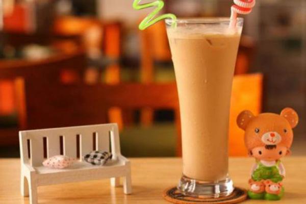 深圳奶茶培训学校来分析流动地摊经济对饮品行业是好是坏?