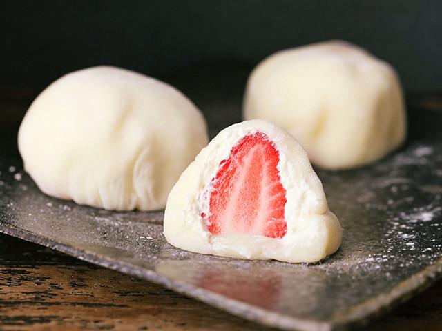 深圳西点培训教你做草莓雪媚娘