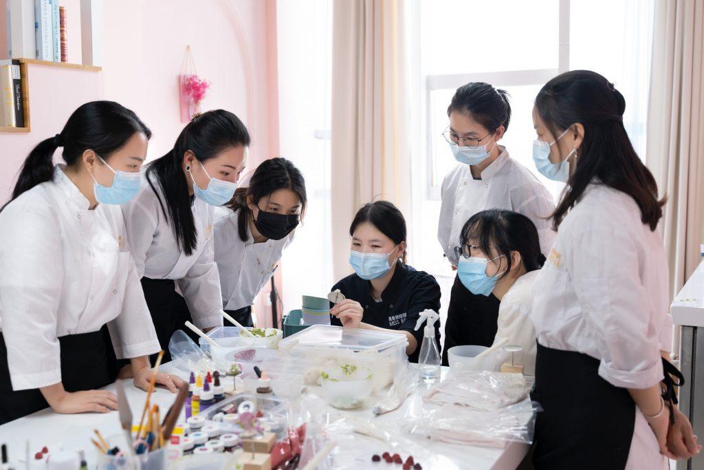 深圳哪里学做烘焙培训速成班比较好?